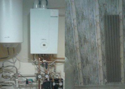 Instalación de caldera en cuarto, radiador de diseño en habitación