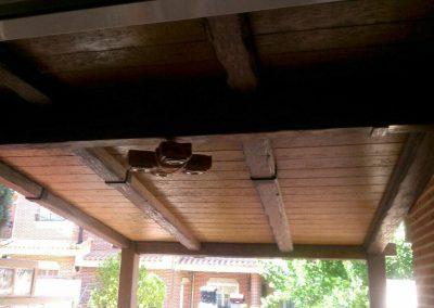 Porche entrada vivienda vista techado madera