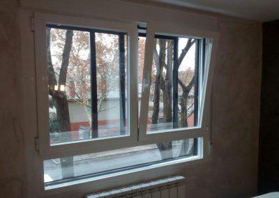 Ventana pvc con rotura de puente térmico y cristal inteligente de dos hojas