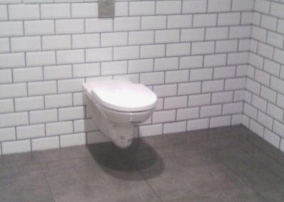 Reforma de baño, sanitario en pared